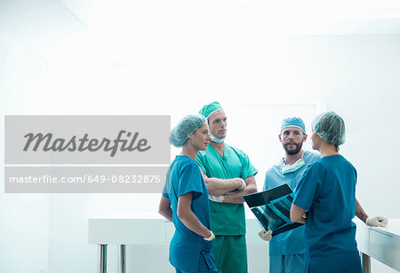 Male and female orthopedic surgeons discussing x-ray image in hospital Stock Photo - Premium Royalty-Free, Image code: 649-08232875