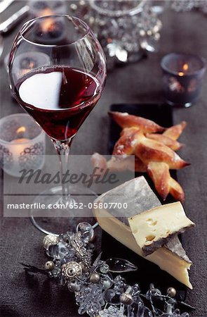 Saint-Nectaire and a glass of red wine Stock Photo - Premium Royalty-Free, Image code: 652-05807700