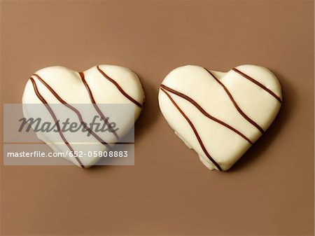 Heart-shaped white chocolate biscuits Stock Photo - Premium Royalty-Free, Image code: 652-05808883
