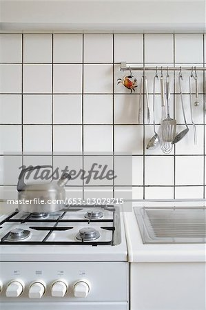 Detail of a stove and sink in a kitchen Stock Photo - Premium Royalty-Free, Image code: 653-03079715