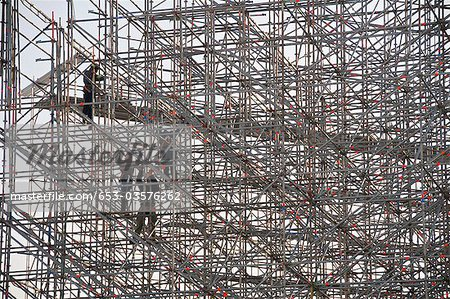 Constructions workers on scaffolding Stock Photo - Premium Royalty-Free, Image code: 653-03576262