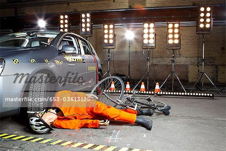 A crash test dummy on ground after bicycle crashed into car Stock Photo - Premium Royalty-Free, Image code: 653-03613125