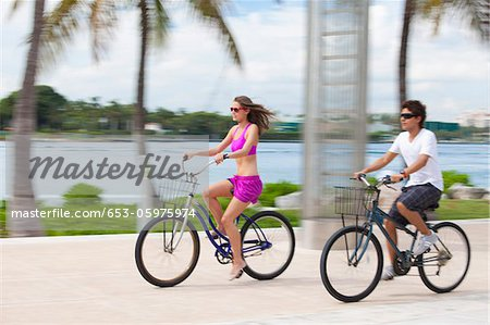 Boy and girl cycling on promenade Stock Photo - Premium Royalty-Free, Image code: 653-05975974
