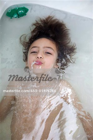 A boy underwater in a bathtub blowing bubbles Stock Photo - Premium Royalty-Free, Image code: 653-05976788
