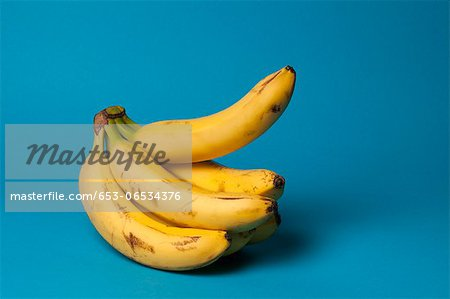 A bunch of bananas with one banana sticking up, suggestive of an erection Stock Photo - Premium Royalty-Free, Image code: 653-06534376