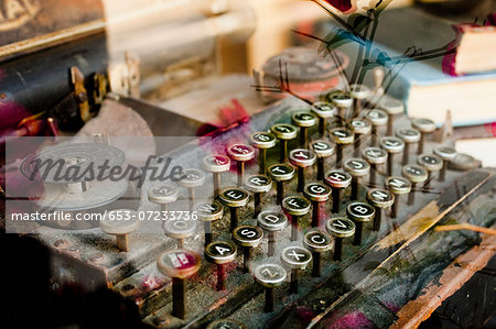 An old typewriter viewed through a shop window, close-up Stock Photo - Premium Royalty-Free, Image code: 653-07233736