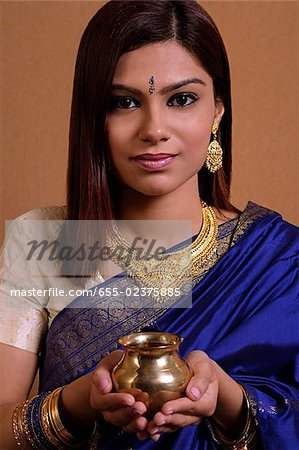 Indian woman holding offering Stock Photo - Premium Royalty-Free, Image code: 655-02375885