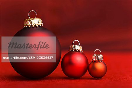 Three Christmas baubles in shades of red Stock Photo - Premium Royalty-Free, Image code: 659-03536637