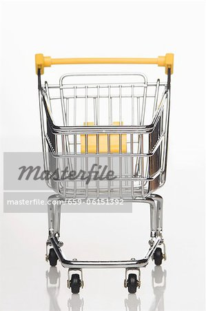 A supermarket shopping trolley Stock Photo - Premium Royalty-Free, Image code: 659-06151392