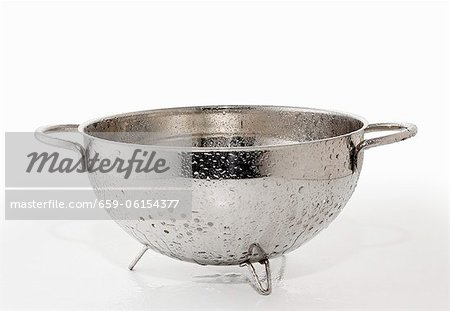 A dripping colander Stock Photo - Premium Royalty-Free, Image code: 659-06154377