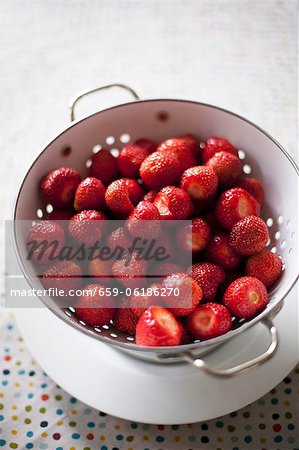 Strawberries in a colander Stock Photo - Premium Royalty-Free, Image code: 659-06186270