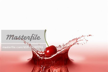A cherry falling into red juice Stock Photo - Premium Royalty-Free, Image code: 659-06187255