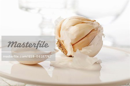 Whole Garlic Bulb with Garlic Clove Stock Photo - Premium Royalty-Free, Image code: 659-06187767
