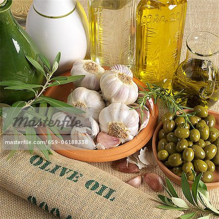 An arrangement of olives Stock Photo - Premium Royalty-Free, Image code: 659-06188338