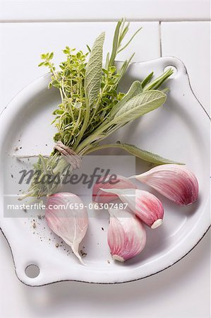 Bouquet garni and garlic cloves Stock Photo - Premium Royalty-Free, Image code: 659-06307487