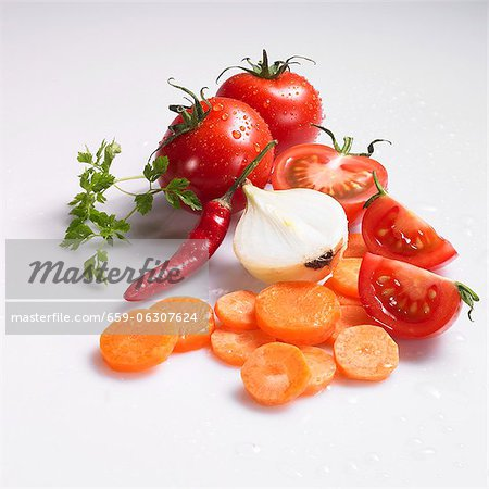 Freshly washed sliced carrots, onions, tomatoes, chilli peppers and chervil Stock Photo - Premium Royalty-Free, Image code: 659-06307624