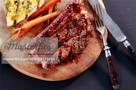 Grilled beef ribs with toast and carrots Stock Photo - Premium Royalty-Free, Image code: 659-06373896