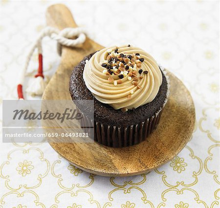 Organic Sea Salt, Caramel Chocolate Cupcake Stock Photo - Premium Royalty-Free, Image code: 659-06493821