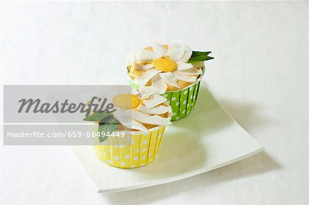 Vegan Gluten Free Vanilla Cupcakes with Frosting Flower Stock Photo - Premium Royalty-Free, Image code: 659-06494449