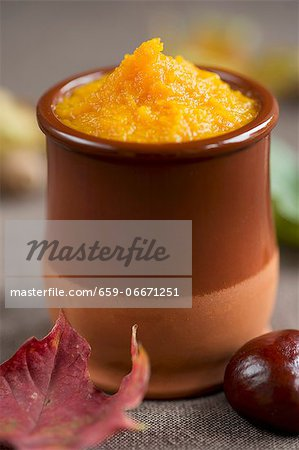 Pumpkin purée in a small clay pot Stock Photo - Premium Royalty-Free, Image code: 659-06671251