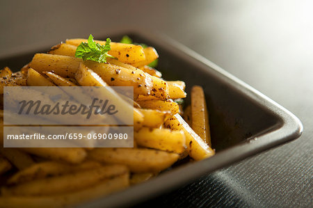 Homemade chips Stock Photo - Premium Royalty-Free, Image code: 659-06900980
