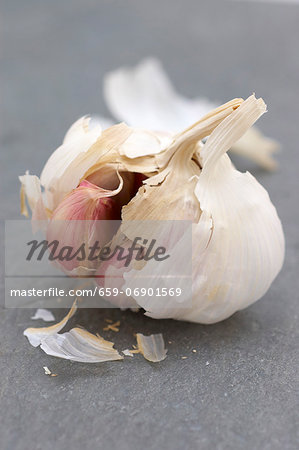 An opened garlic bulb on a slate surface Stock Photo - Premium Royalty-Free, Image code: 659-06901569