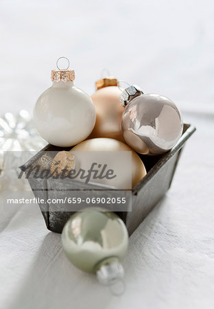 White, gold and silver Christmas tree baubles in a loaf tin Stock Photo - Premium Royalty-Free, Image code: 659-06902055