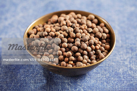 Allspice seeds in a bowl Stock Photo - Premium Royalty-Free, Image code: 659-06902814