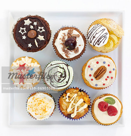 Assorted decorated cupcakes on a square plate Stock Photo - Premium Royalty-Free, Image code: 659-06903388