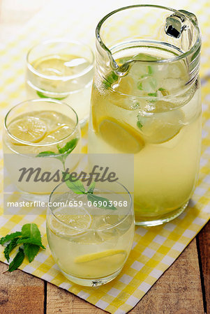 Homemade Country Lemonade garnished with some mint leaves, selective focus Stock Photo - Premium Royalty-Free, Image code: 659-06903968