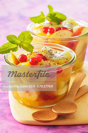 Summery fruit salad with mint Stock Photo - Premium Royalty-Free, Code: 659-07027769