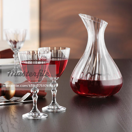 A carafe and glasses of red wine Stock Photo - Premium Royalty-Free, Image code: 659-07597490