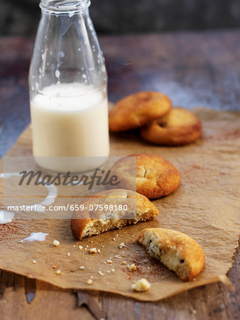 Biscuits and milk Stock Photo - Premium Royalty-Free, Image code: 659-07598180