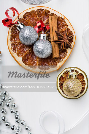 Dried fruit, cinnamon sticks, star anise and Christmas tree baubles Stock Photo - Premium Royalty-Free, Image code: 659-07598362