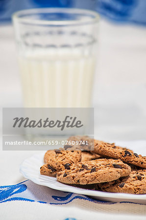 Chocolate Chip Cookies with Glass of Milk Stock Photo - Premium Royalty-Free, Image code: 659-07609741