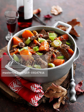 Beef stew with red wine and vegetables Stock Photo - Premium Royalty-Free, Image code: 659-08147916