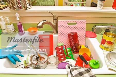 Sink filled with dirty dishes Stock Photo - Premium Royalty-Free, Image code: 673-02143475