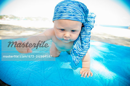 Determined crawling baby Stock Photo - Premium Royalty-Free, Image code: 673-06964587