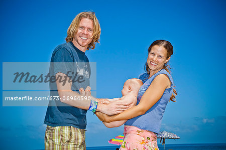 Parents holding baby between them Stock Photo - Premium Royalty-Free, Image code: 673-06964590