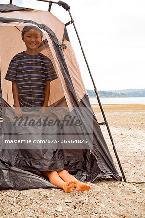 Young children playing in tent on beach Stock Photo - Premium Royalty-Free, Image code: 673-06964825