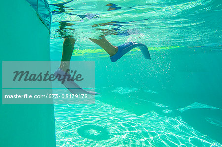 Underwater view of a boy wearing flippers Stock Photo - Premium Royalty-Free, Image code: 673-08139178