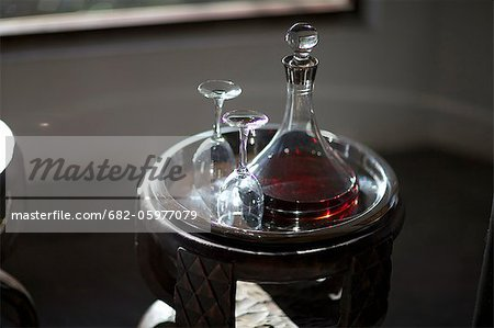 Wine and wine glasses on a serving tray, Pondoro Game Lodge, Balule Private Nature Reserve, Limpopo. South Africa Stock Photo - Premium Royalty-Free, Image code: 682-05977079