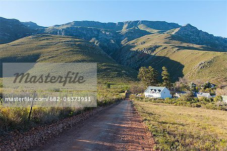 An elevated view of a farmhouse nestled in a valley on the outskirts of the Overberg town of Greyton, Western Cape, South Africa Stock Photo - Premium Royalty-Free, Image code: 682-06373951
