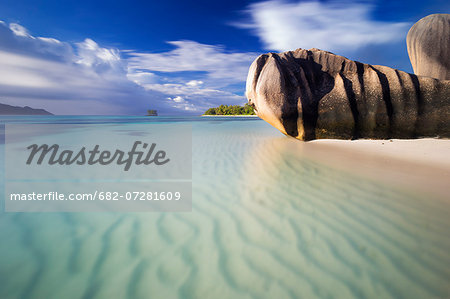 Wide angle long exposure view of rippled sands, turquoise water and the iconic granite rocks of Anse Source d'Argent beach. La Digue island, Seychelles Stock Photo - Premium Royalty-Free, Image code: 682-07281609