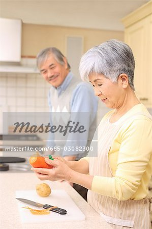 Senior couple cooking Stock Photo - Premium Royalty-Free, Image code: 685-03082300