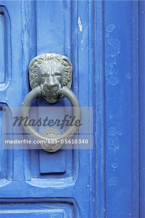 Blue door with door knocker Stock Photo - Premium Royalty-Free, Image code: 689-05610340