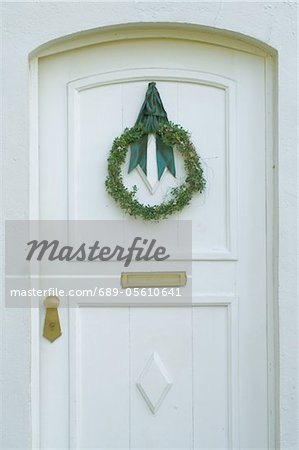 Front door with Christmas wreath Stock Photo - Premium Royalty-Free, Image code: 689-05610641