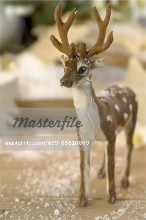 Deer figurine and fake snow Stock Photo - Premium Royalty-Free, Image code: 689-05610809