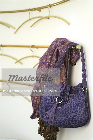 Lilac handbag with leopard print Stock Photo - Premium Royalty-Free, Image code: 689-05610904