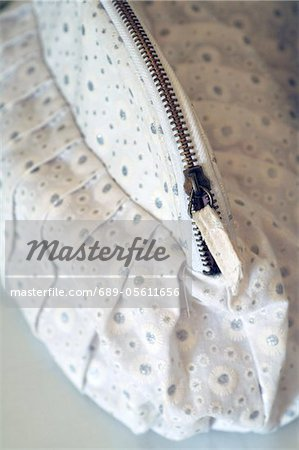 Cosmetic bag Stock Photo - Premium Royalty-Free, Image code: 689-05611656